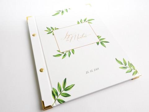 Viesu grāmatas izgatavošana ar zelta stūrīšiem un skrūvītēm