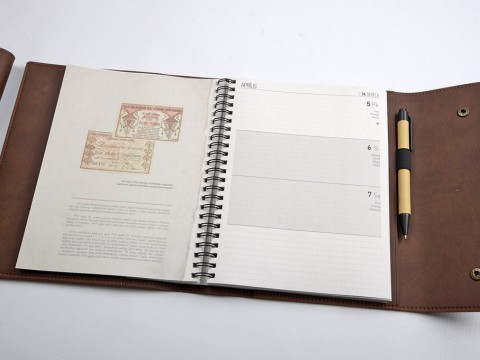 Planners in leather covers manufacture