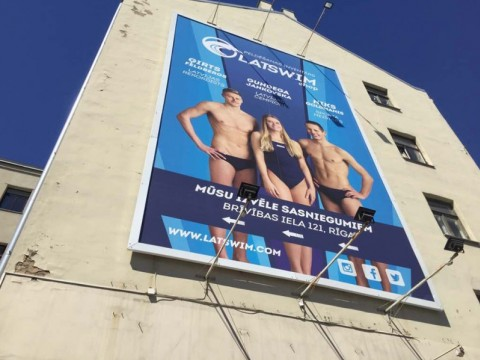 Large format banners, installation