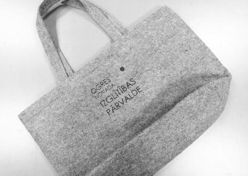 Felt bag with print