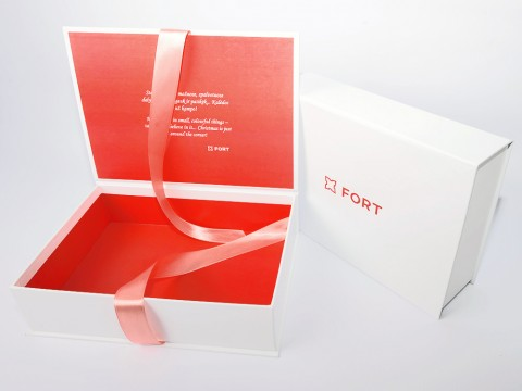 gift boxes with ribbon